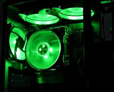 MasterFan Pro 120 RGBの光具合、緑、その2