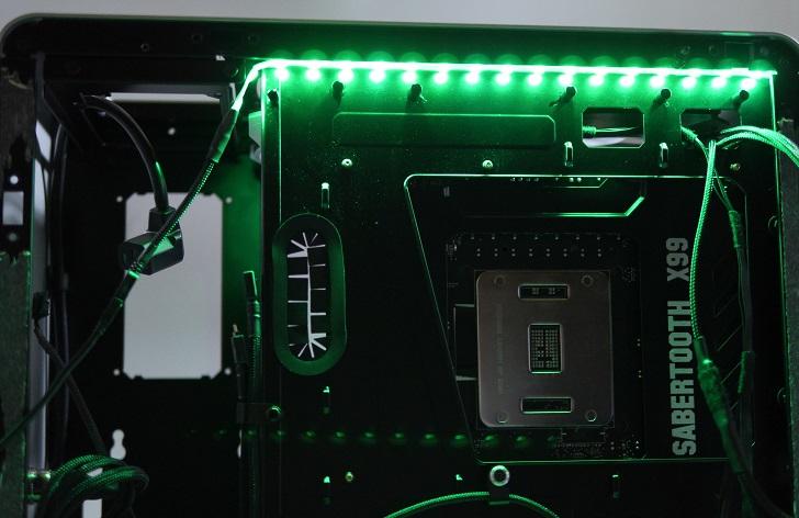 RGB LEDテープの光具合、緑