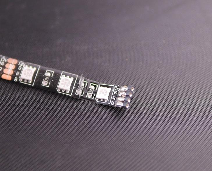 RGB LEDテープにピンを取り付け、その2