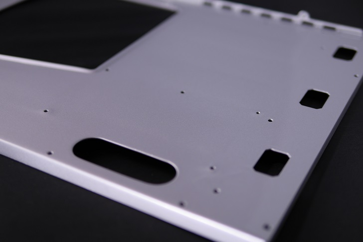 JONSBO UMX4、マザーボード取り付け鉄板塗装