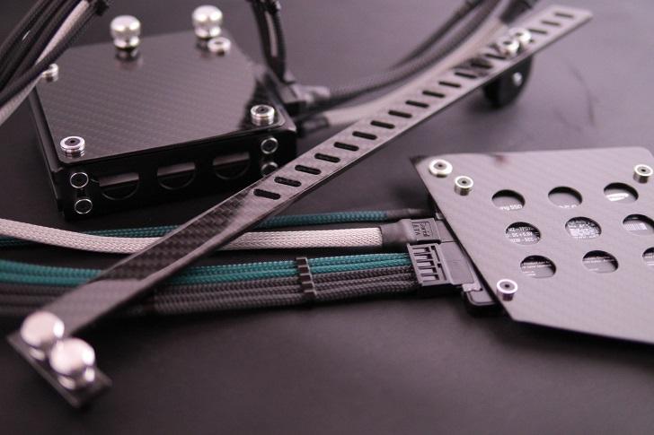 SSD取り付けカーボンプレート、その1