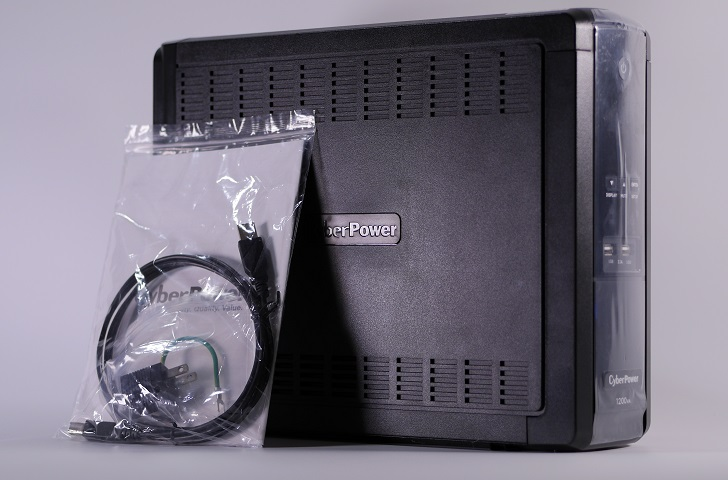 CyberPower Backup CR CPJ1200開封、その1