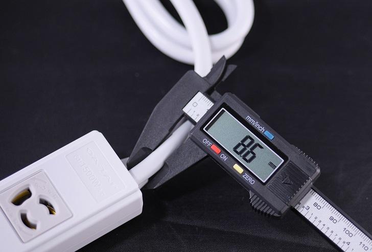 エレコム 電源タップ 抜け止め コンセント 2個口 3Pプラグ マグネット付き、電線の太さ