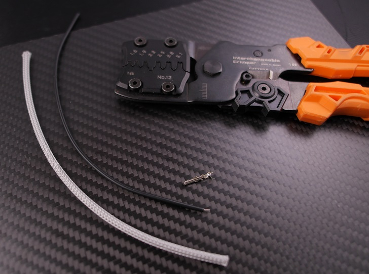 スリーブを電線被覆を一緒に圧着(AWG18)、その1