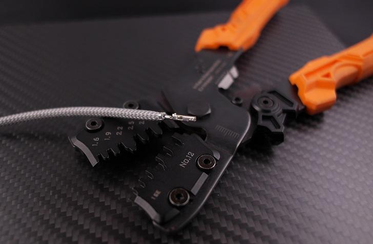 スリーブを電線被覆を一緒に圧着(AWG18)、その4