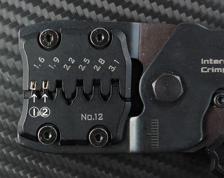 エンジニアPAD-12の違うダイス位置で芯線バレル圧着比較