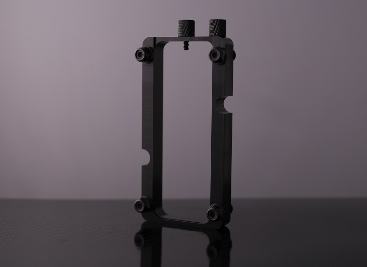 Mnpctech Small Vertical GPU Mounting Bracket本体、その2