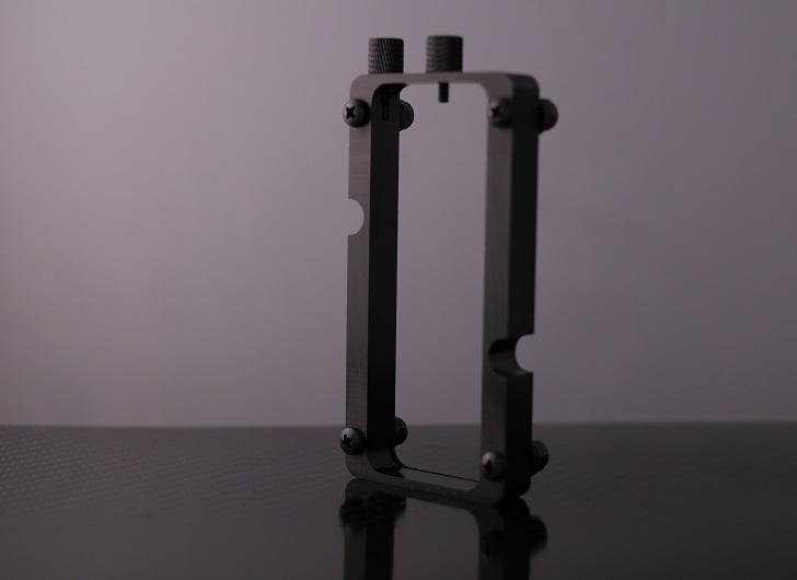 Mnpctech Small Vertical GPU Mounting Bracket本体、その3