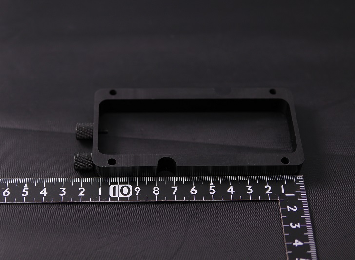 Mnpctech Small Vertical GPU Mounting Bracketサイズ、その1
