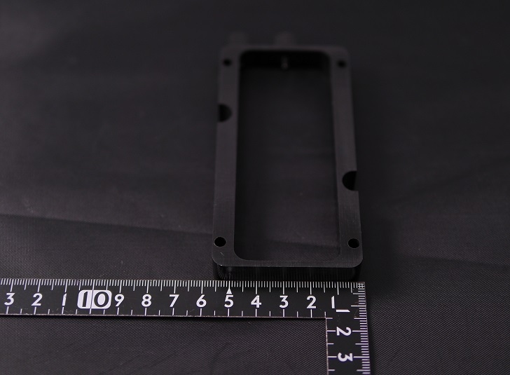 Mnpctech Small Vertical GPU Mounting Bracketサイズ、その2