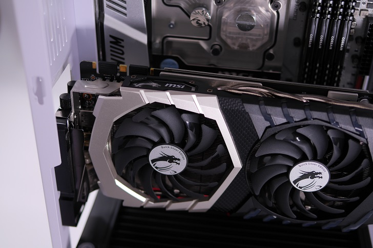 Mnpctech Small Vertical GPU Mounting Bracketを取り付け、その5