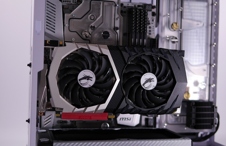 Mnpctech Small Vertical GPU Mounting Bracketを取り付け、その6