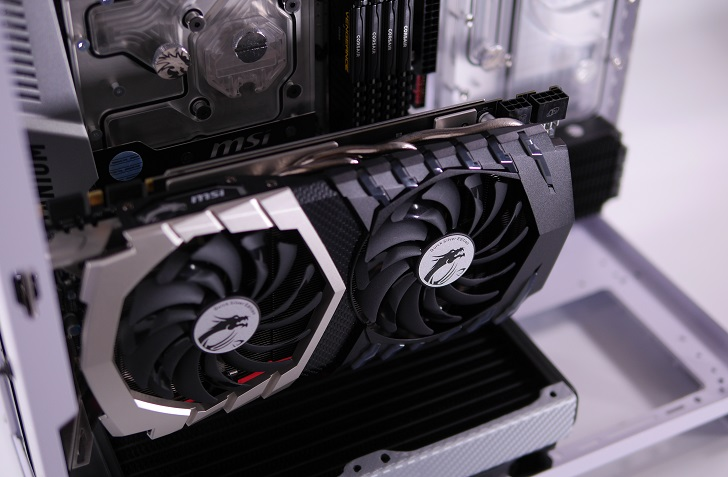 Mnpctech Small Vertical GPU Mounting Bracketを取り付け、その8