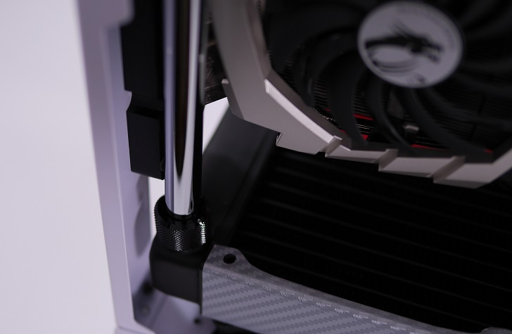 Mnpctech Small Vertical GPU Mounting Bracketを取り付け、その12