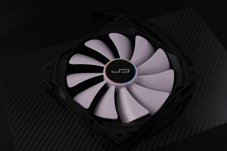 CRYORIG QF140 PERFORMANCE本体