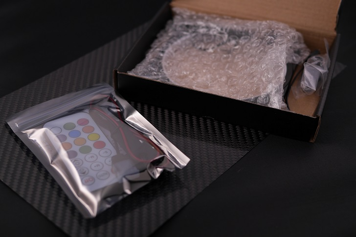EASYDIY RGB LEDファンフレーム 120mmファン用 コントローラ付き開封、その1
