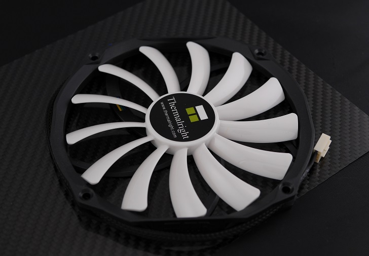Thermalright AXP-200 Muscle付属ファン、その1