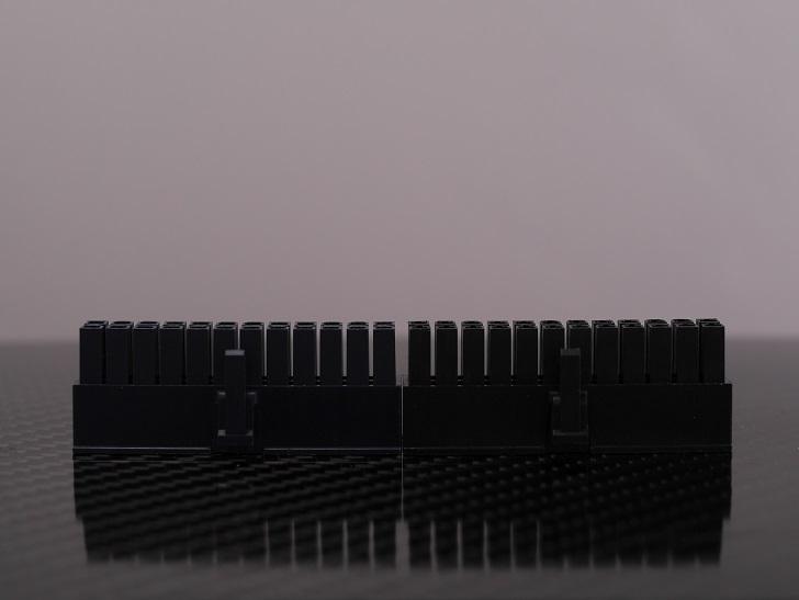 MolexコネクタとHWTコネクタ大きさ比較、その3