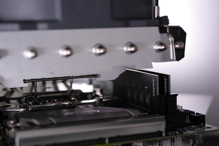 OCMEMORY OCM2933CL16D-16GBNHをパソコンに取り付け、その4