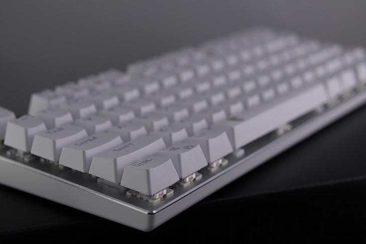 e元素メカニカル式ゲーミングキーボード