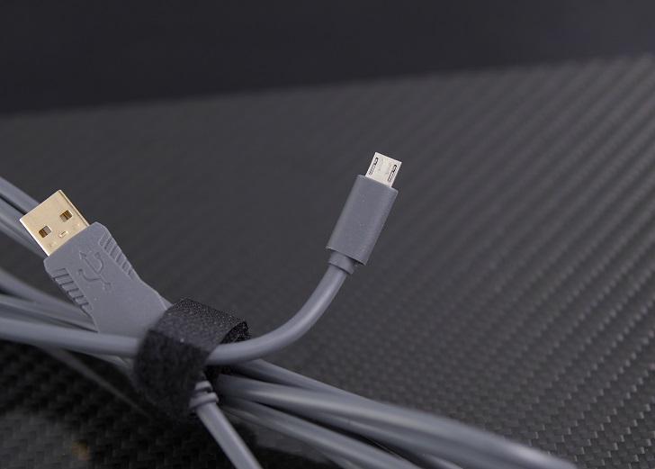 e元素メカニカル式ゲーミングキーボード付属USBケーブル、その1