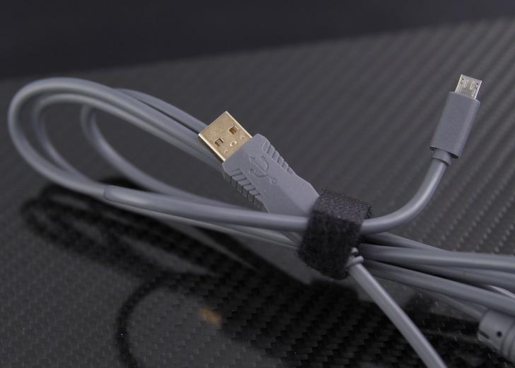 e元素メカニカル式ゲーミングキーボード付属USBケーブル、その2