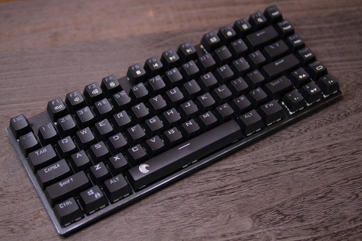 e元素メカニカル式ゲーミングキーボード(黒)本体、その2