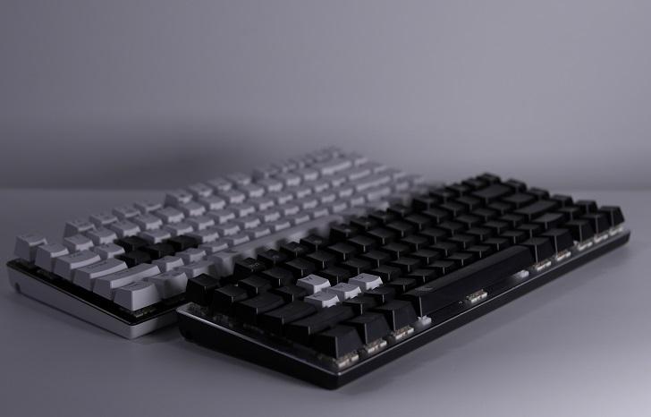 e元素メカニカル式ゲーミングキーボード、白と黒、その2