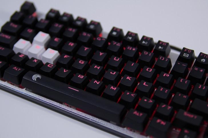 e元素メカニカル式ゲーミングキーボードの光り方、その1