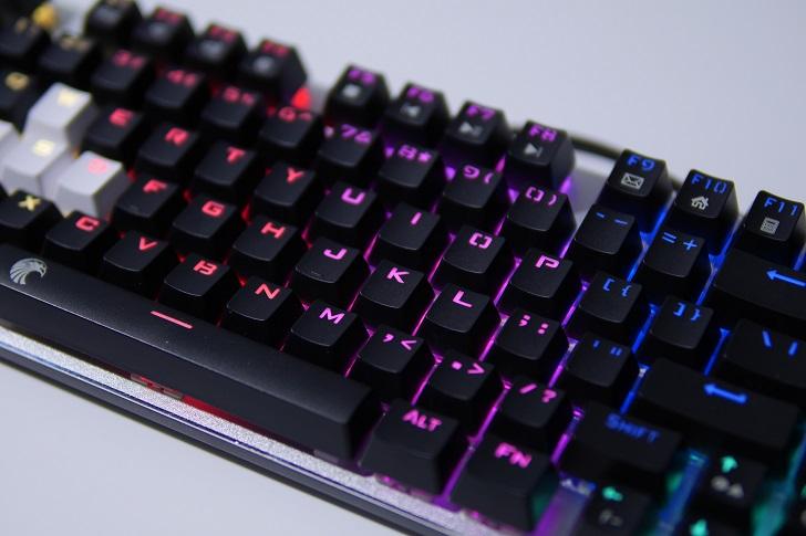 e元素メカニカル式ゲーミングキーボードの光り方、その2