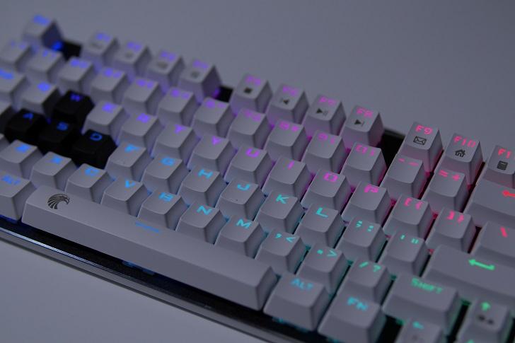 e元素メカニカル式ゲーミングキーボードの光り方、その3