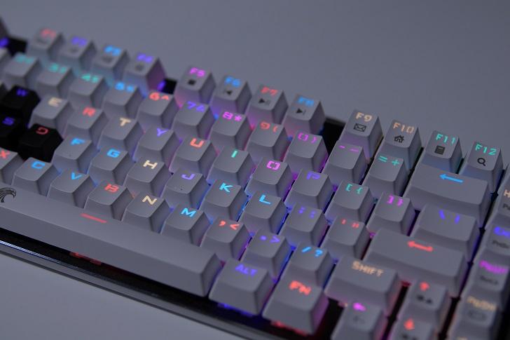 e元素メカニカル式ゲーミングキーボードの光り方、その4