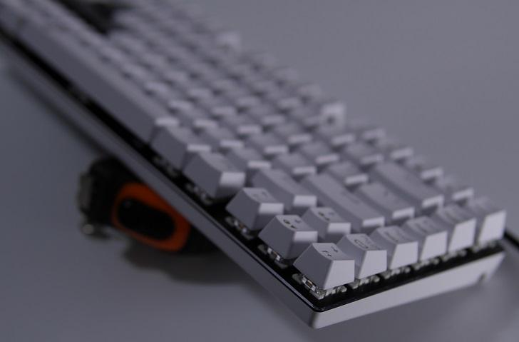e元素メカニカル式ゲーミングキーボード(白)本体、その8