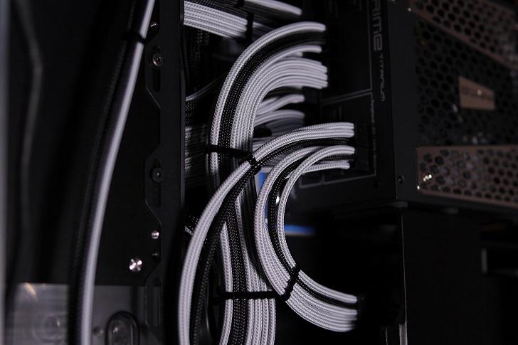 水冷パソコンの配線