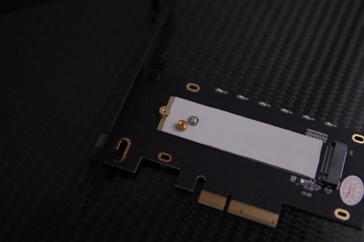 AINEX AIF-08 M.2 SSD変換PCIeカード本体、その2