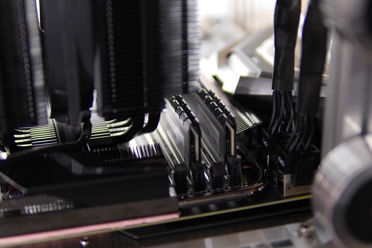 CFD W4U2666CX1-16G×2でマザボ取り付け具合、その3