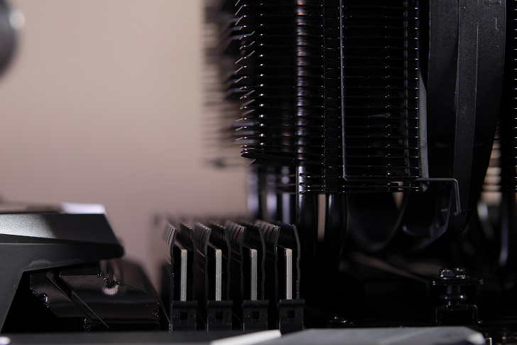 CFD W4U2666CX1-16G×4でマザボ取り付け具合、その4